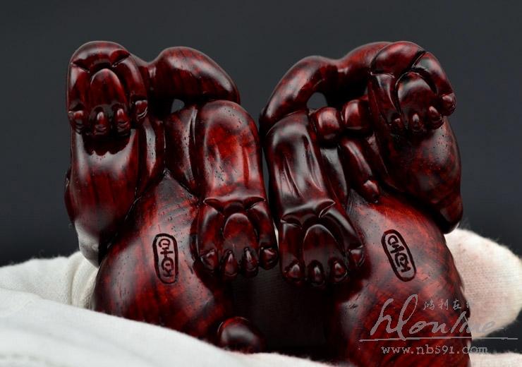 百吉雕刻印度小叶紫檀把件摆件4寸对螭虎Z201 (21).JPG