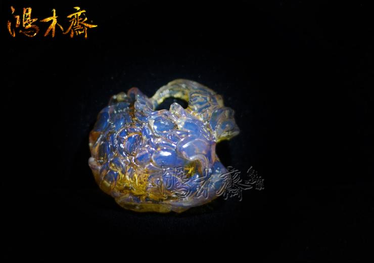 鸿木斋 多米尼加 蓝珀 天空蓝 牡丹花 镂空 雕刻件 孤品BA59   1 (10).jpg