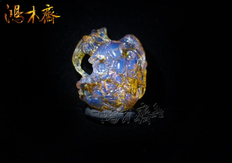 鸿木斋 多米尼加 蓝珀 天空蓝 牡丹花 镂空 雕刻件 孤品BA59   1 (12).jpg