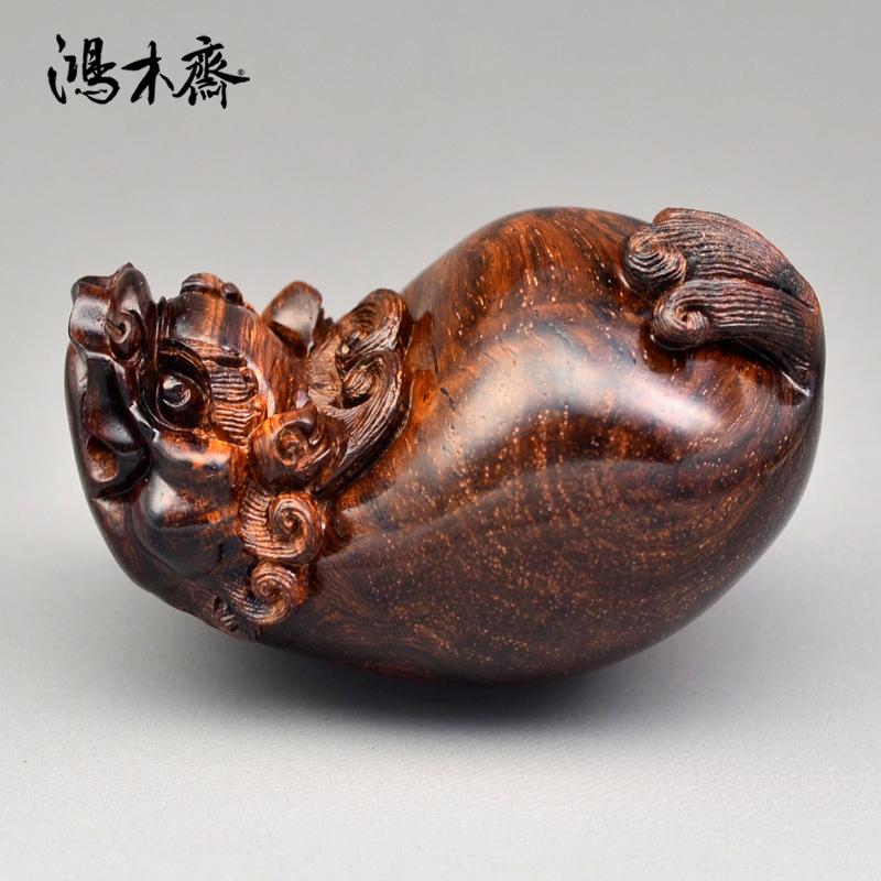 鸿木斋 海黄百吉雕刻 单面貔貅 黄花梨手把件 孤品 H4658 (2).JPG