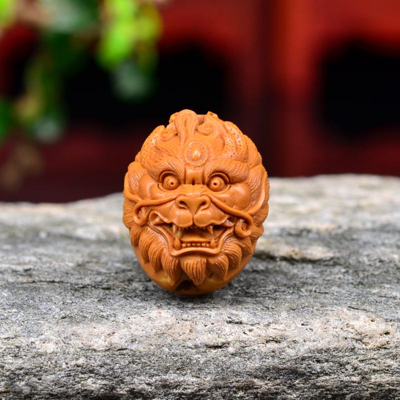 鸿木斋 橄榄核雕刻 神兽首 鸿木斋款 橄榄核雕小挂件 G83 (2).JPG