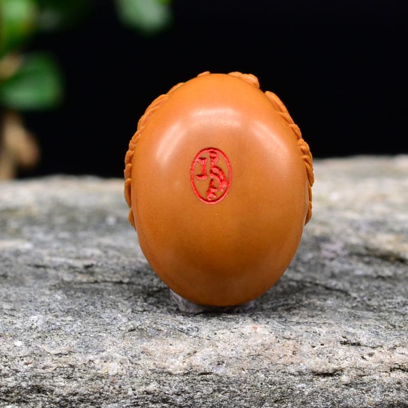 鸿木斋 橄榄核雕刻 神兽首 鸿木斋款 橄榄核雕小挂件 G83 (4).JPG