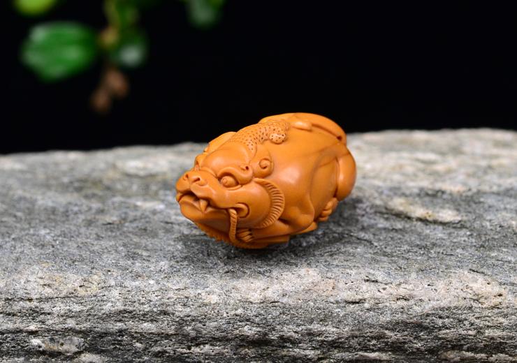鸿木斋 橄榄核雕刻 貔貅 单籽大核 鸿木斋款 橄榄核小挂件 G86 (7).JPG
