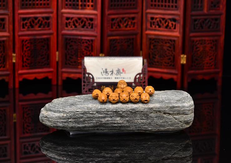 鸿木斋 橄榄核雕 十二生肖兽首 鸿木斋款 橄榄核雕手串 G89 (8).JPG