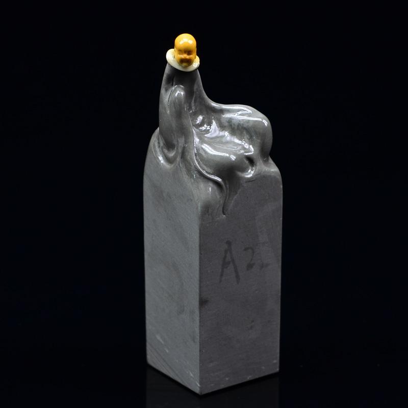 鸿木斋 寿山石手把件 寿山石雕刻2寸半小沙弥印章 孤品N3065 (2).JPG