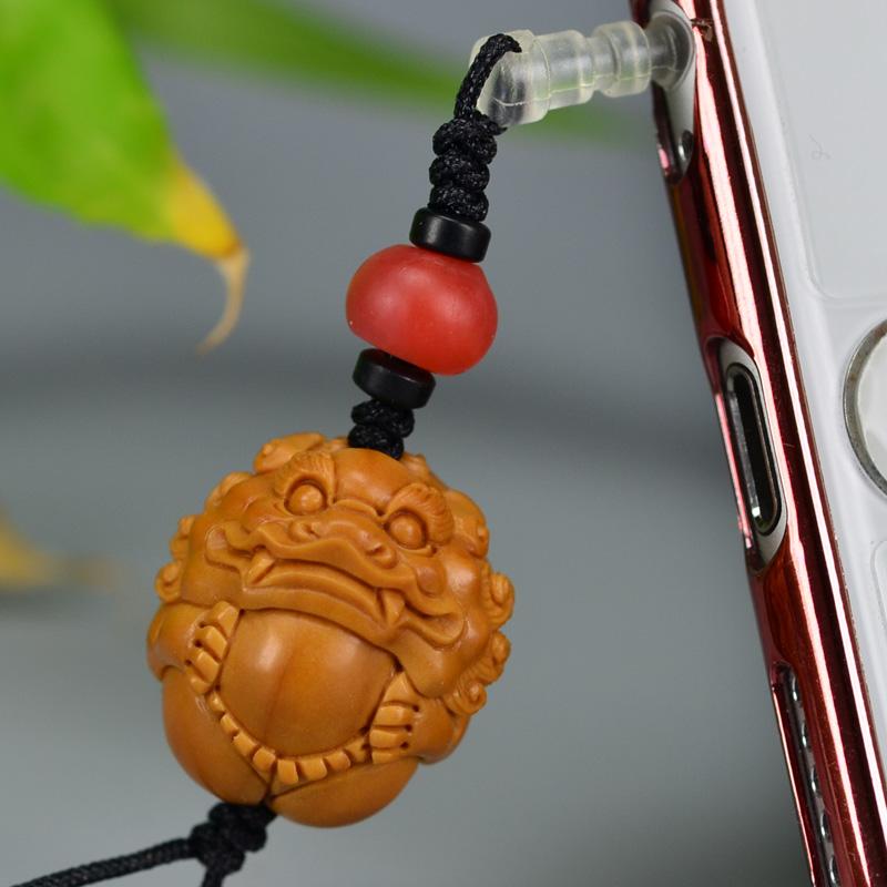 鸿木斋 橄榄核雕 08年铁圆油核圆狮子抱球手机挂坠 G175 (3).JPG