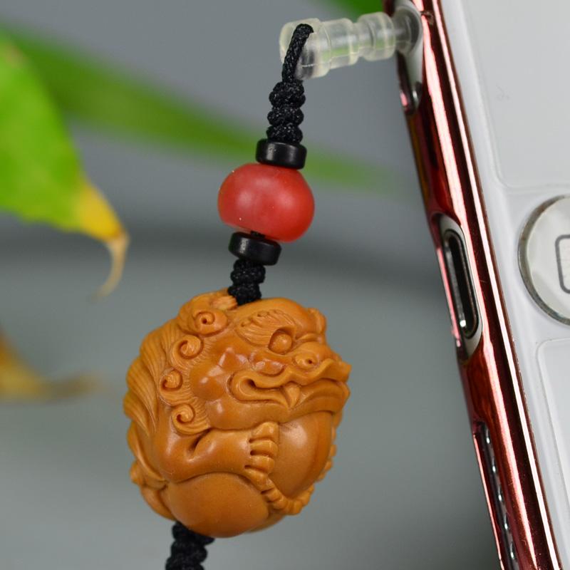 鸿木斋 橄榄核雕 08年铁圆油核圆狮子抱球手机挂坠 G175 (4).JPG