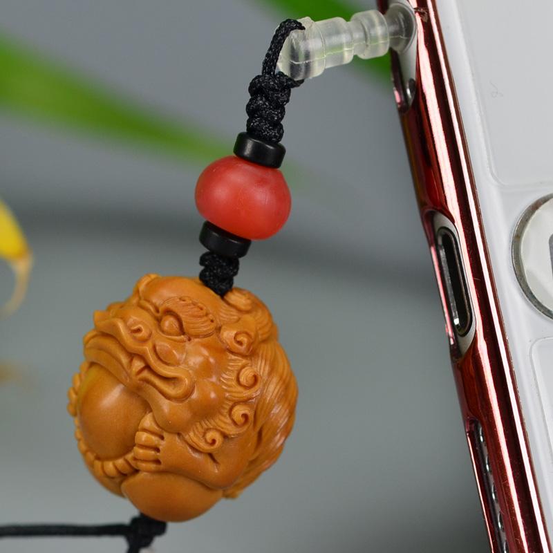 鸿木斋 橄榄核雕 08年铁圆油核圆狮子抱球手机挂坠 G175 (5).JPG