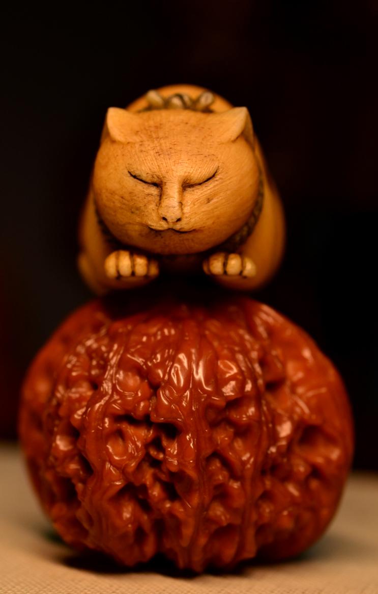 鸿木斋 根付·鹿角雕刻暖猫 懒猫 吊坠把件 配饰LJ01 (2).JPG