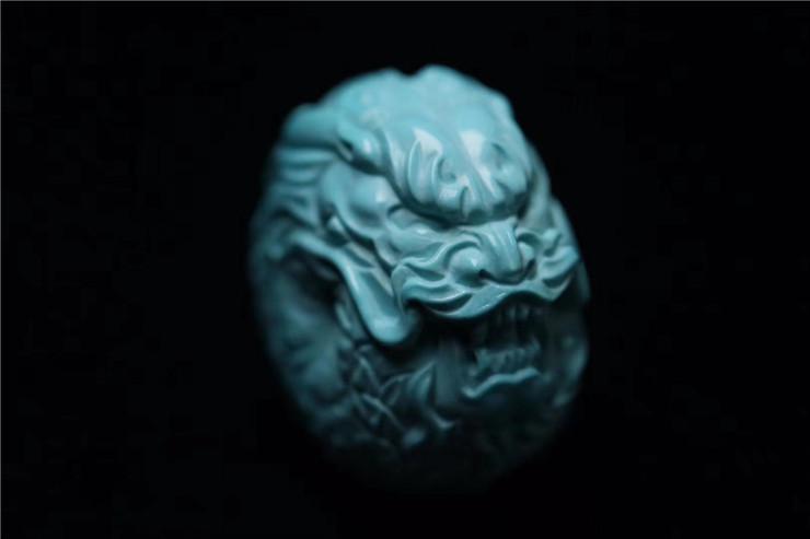 鸿木斋 松石雕刻 天然高瓷蓝云盖寺松石龙扣 孤品S1209 (6).jpg